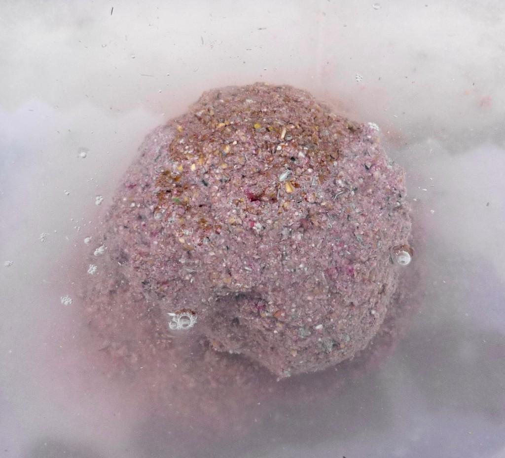 o nada lipicioasa(supra umezita) care se va desface foarte greu in substrat