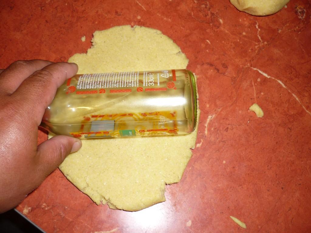 aplatizarea cu ajutorul unei sticle de bere