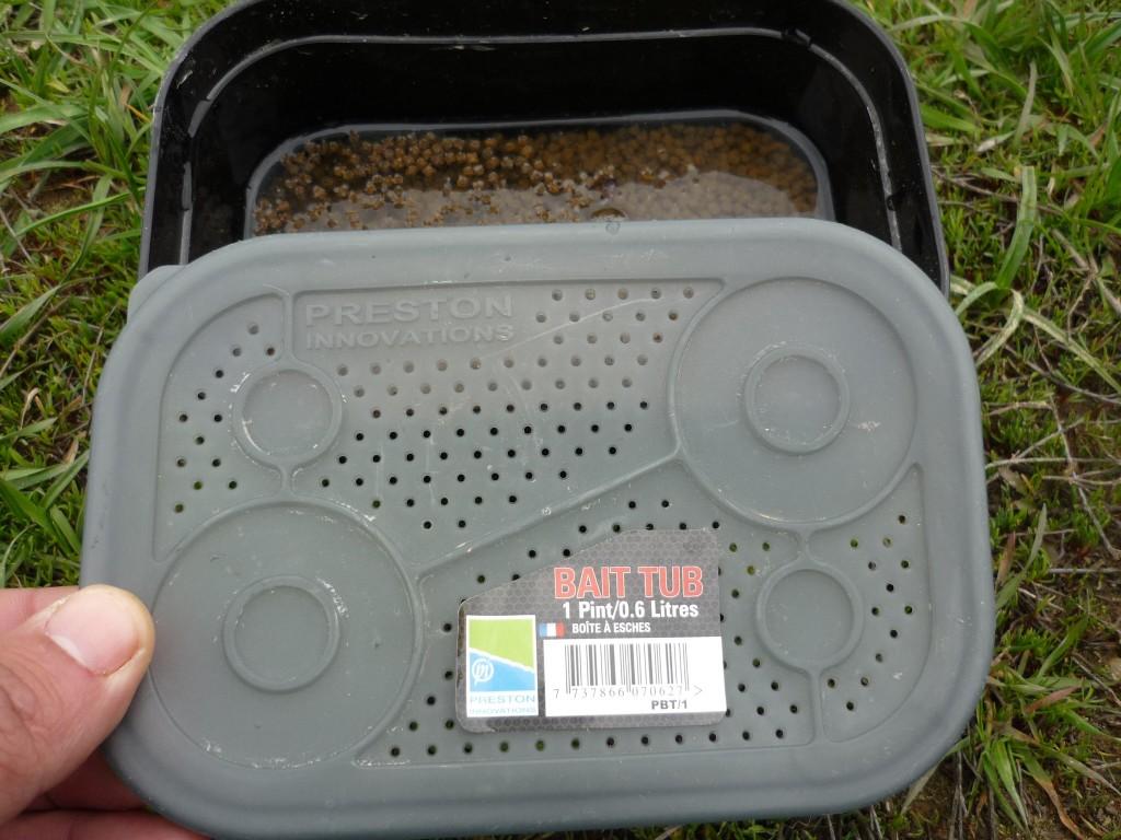 Cutie ce permite prepararea rapida si fara efort a peletelor pentru method feeder sau momitor