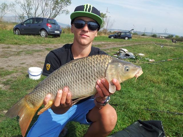 pescuit la feeder crap vali furca
