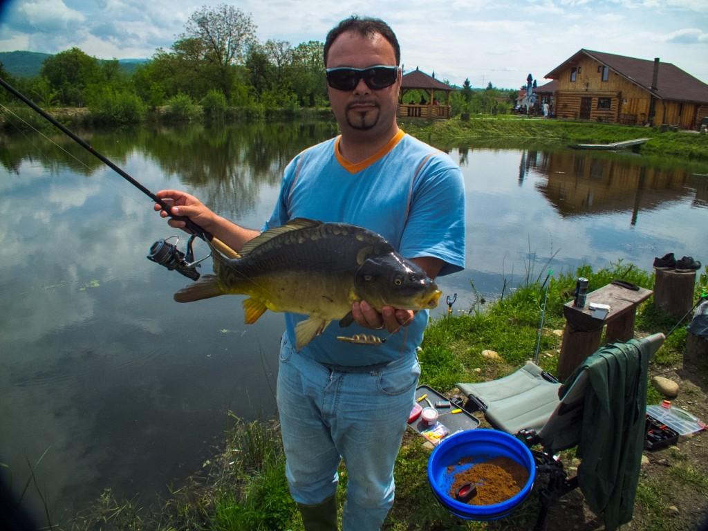pescuit feeder crap lac