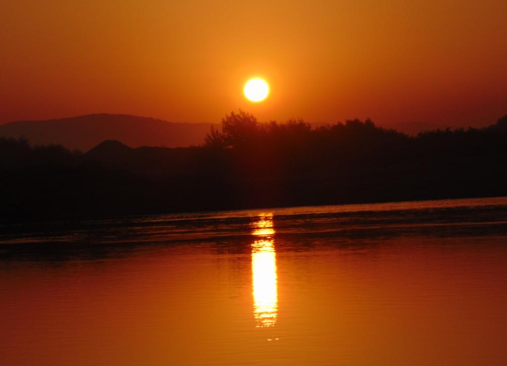 Rasarit de soare imortalizat pe malul Muresului
